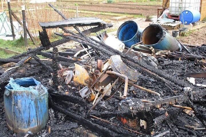 Des palettes en bois, un vieux matelas, des poubelles et l'aire de jeux ont été incendiés dans la même soirée (Photo@gendarmerie/Facebook) Des palettes en bois, un vieux matelas, des poubelles et l'aire de jeux ont été incendiés dans la même soirée (Photo@gendarmerie/Facebook)